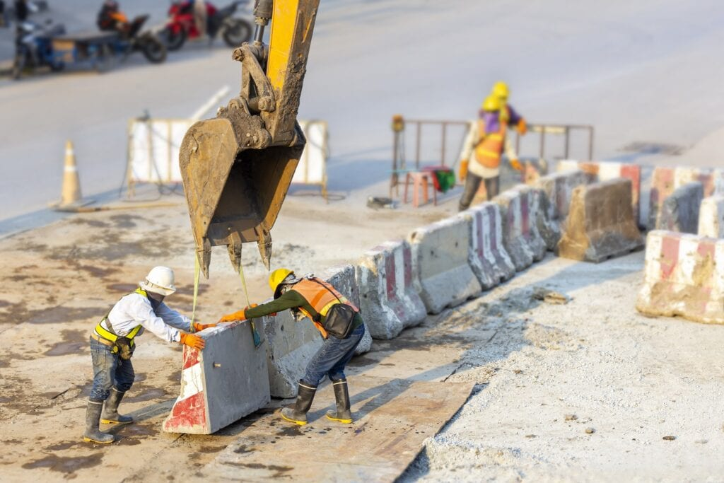 Precast concrete barrier disassembly